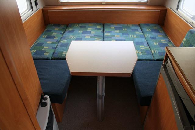 durch das feste bett kommt man allerdings nicht mehr soleicht an die stauk sten heran und so. Black Bedroom Furniture Sets. Home Design Ideas